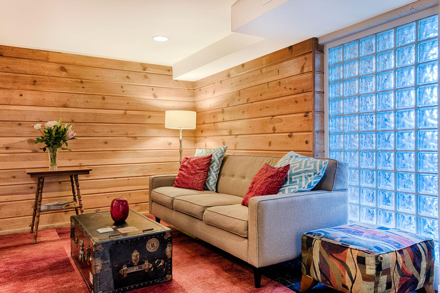 Maple Leaf Apartment